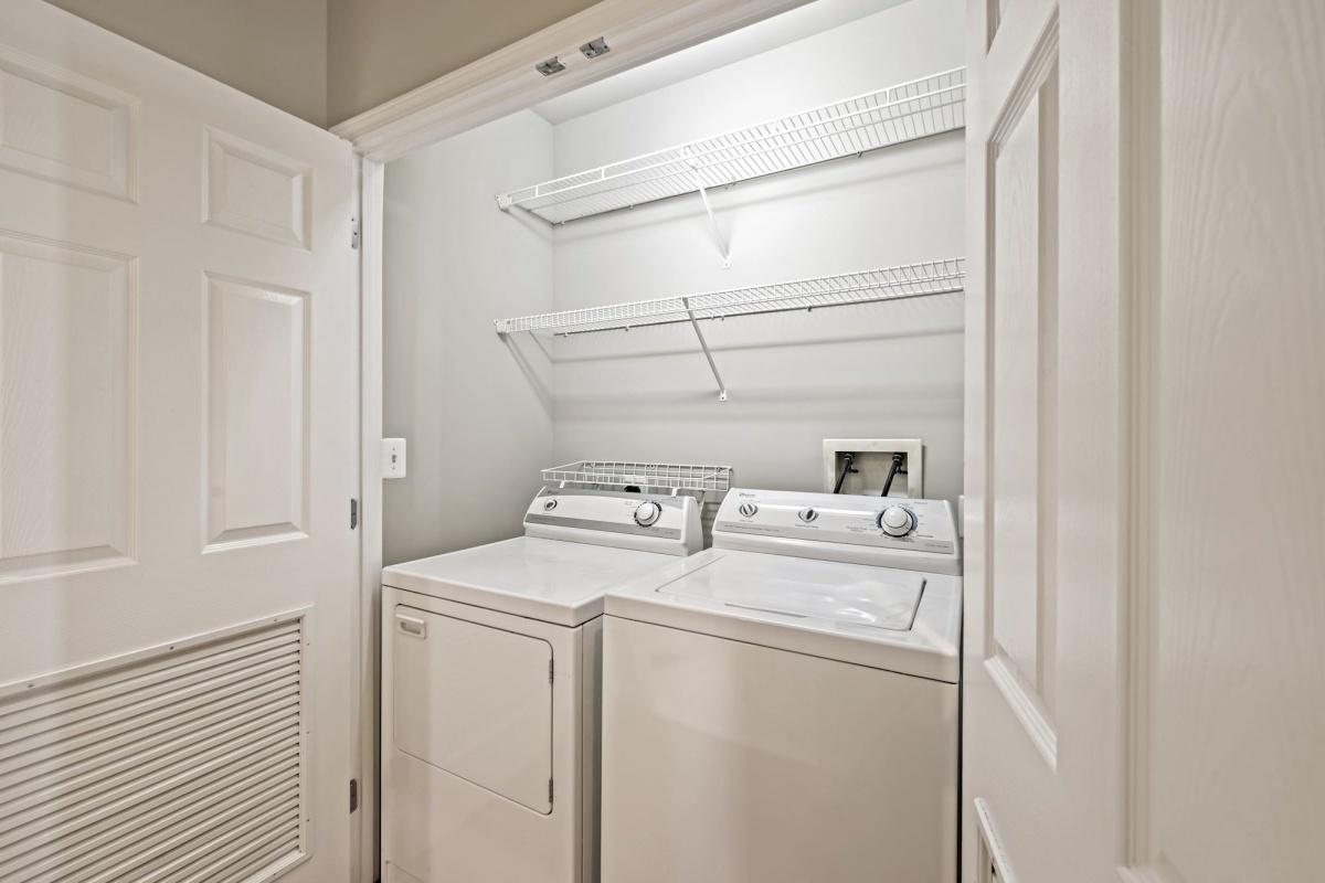 2 Bedrooms, Condominium, Featured Properties, Old Georgetown Road #1609, 2 Bathrooms, Listing ID 1123, Rockville, MD, 20852,